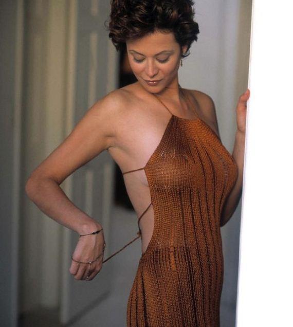 Catherine Bell Bikini Pics 109